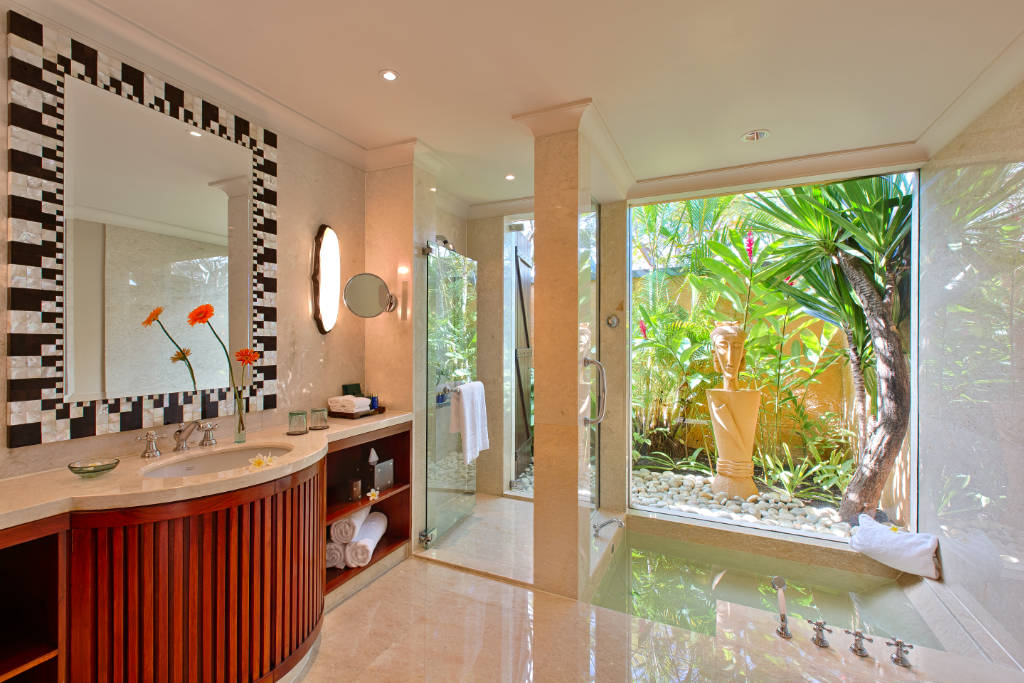 The Oberoi Mauritius Luxury Bathroom with private garden view
